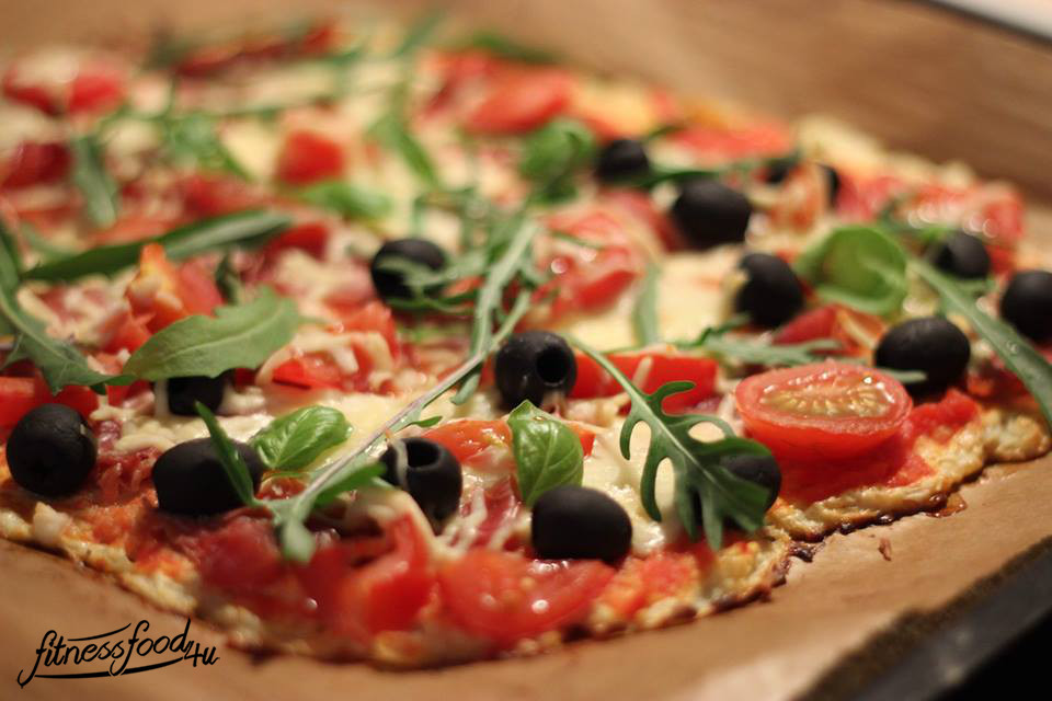 low carb pizza mit blumenkohl teig fitnessfood4u. Black Bedroom Furniture Sets. Home Design Ideas